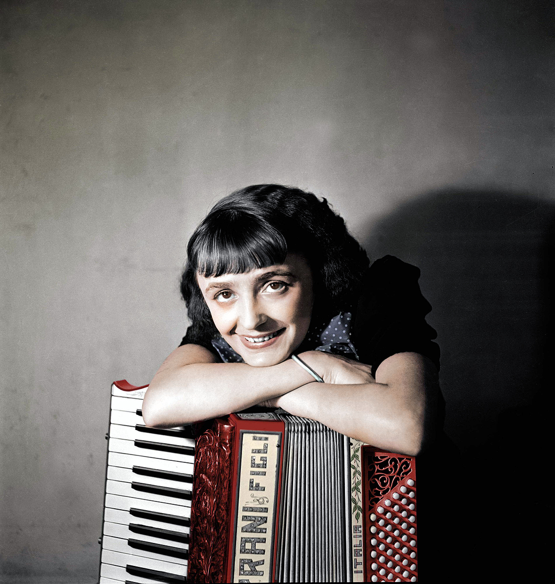 EDITH; PIAF; FRENCH SINGER; ACCORDION;